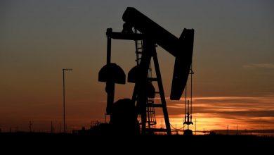 Photo of النفط يرتفع بعد أن بلغ أدنى مستوى في 18 عاماً