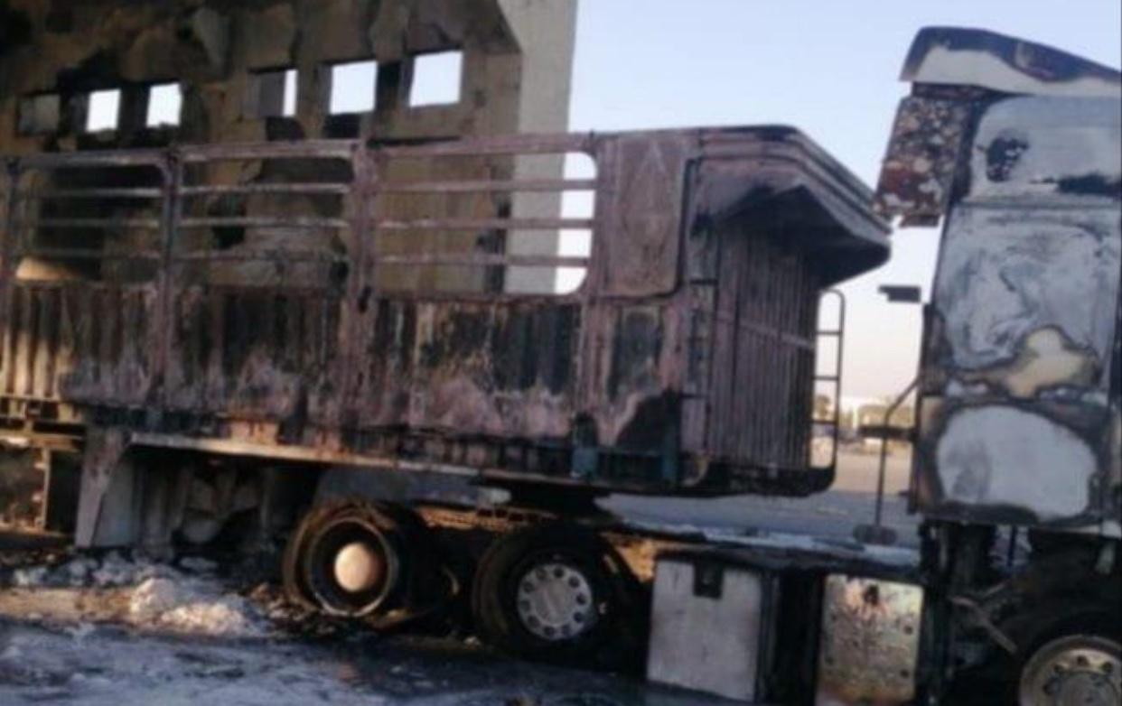 Photo of الشاحنة في معبر نصيب احترقت قبل الكشف الجمركي وحمولتها مواد قابلة للاشتعال السريع