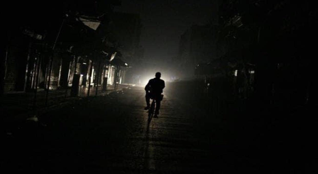 Photo of شوارع دمشق تغرق في التقنين.. وأجهزة الطاقة الشمسية تعادل 0.5% من الحاجة