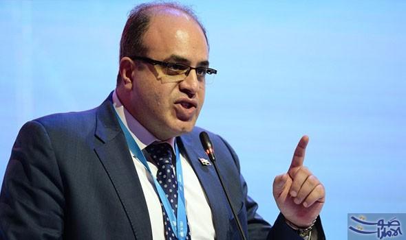 Photo of وزير الاقتصاد :الحكومة لاترفع سعر الدولار كي تدفع الرواتب